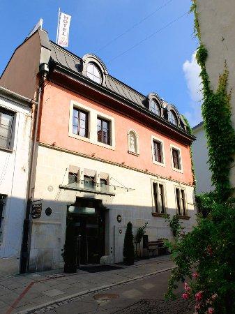 Hotel Grodek: Esterno hotel in piccola strada