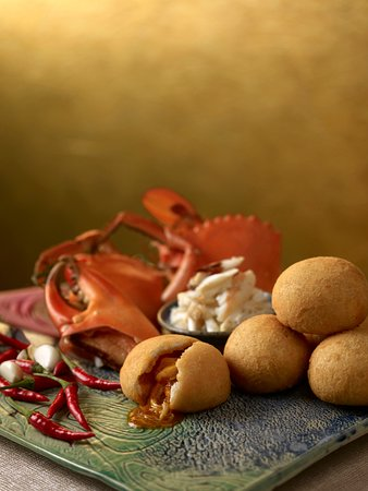 Jade - Golden Mantou Stuffed with Chilli Crab Meat