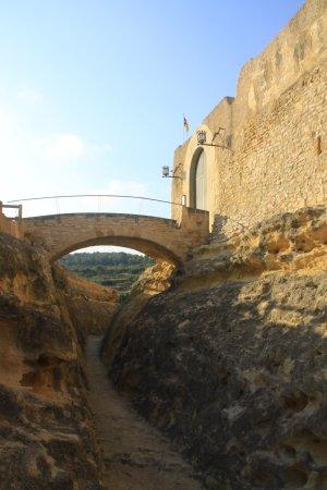 El Catllar, España: foso y puente