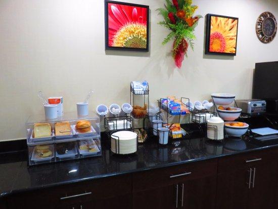 Chambersburg, Pensilvania: breads, English muffins, bagels, fruit, cereal