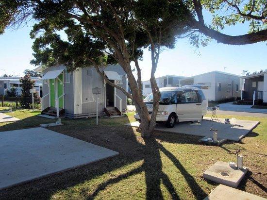 Pottsville, Australia: Rental camper on concrete pad, powered site and private ensuite.