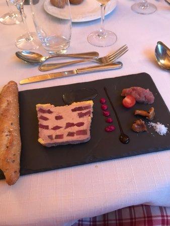 Champagnole, France : Marbré de foie gras de canard magret fumé et son chutney de pink lady oignons rouges vinaigre ci
