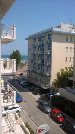 Hotel Delfino: vue de la chambre de l'hotel...