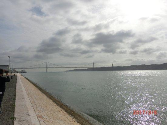 Bélem, Portogallo: 4月25日橋