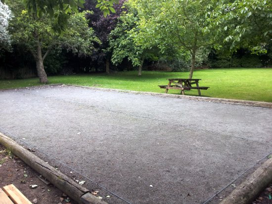 Staunton on Wye, UK: Boules Court