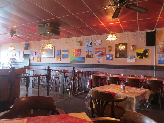 Gander, Canadá: There are a lot of paintings on the walls - local artists.