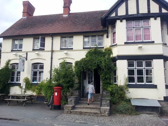 Eardisley, UK: Front View of Pub