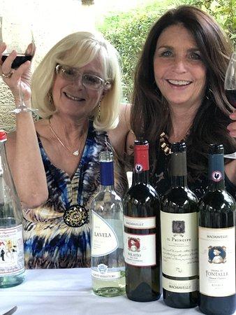 Villa Machiavelli Ristorante Albergaccio dal 1450: Mea and Kar wine tasting delicious red, whites and blue!