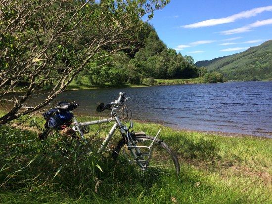 Callander, UK: Loch Lubnaig met m'n trouwe metgezel.