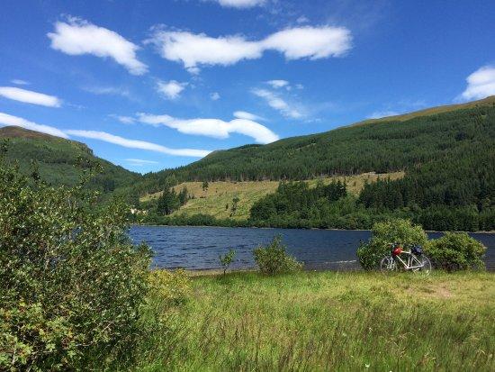 Callander, UK: Loch Lubnaig op een plekje waar je helemaal prive kunt zwemmen.
