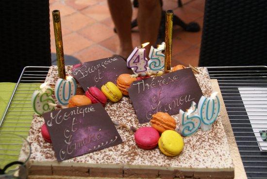 Parthenay, Frankrig: Souvenir de notre anniversaire de mariage (et de nos soeurs et beaux-frères)