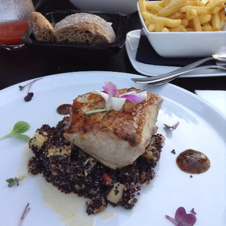 Grobbendonk, เบลเยียม: tonijnfilet met quinoa