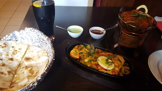 Pollo, miz de verduras y bebida