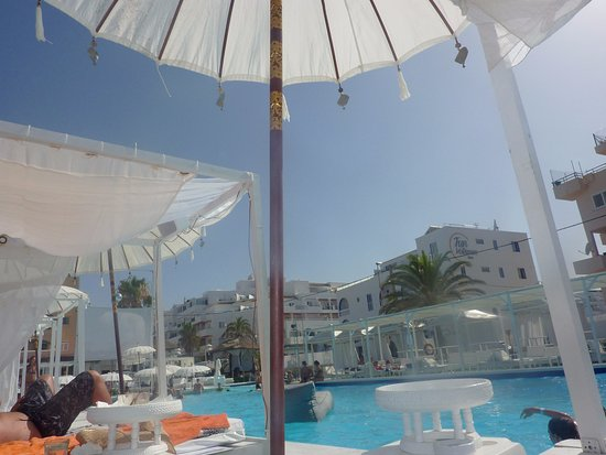 Lettini e tende a bordo piscina picture of jacaranda lounge es canar tripadvisor - Lettini piscina ...