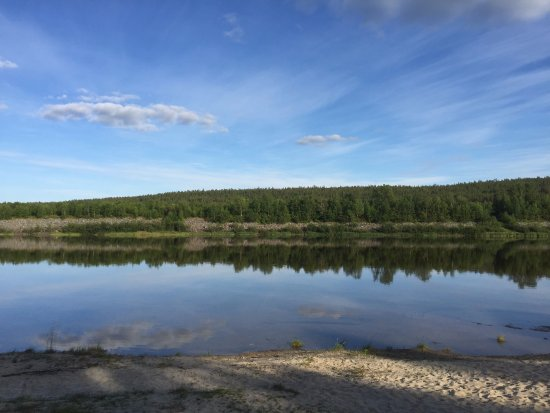 Karasjok, Norvegia: The river is accessible after a very short walk from the lodge