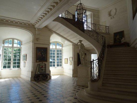 Saint-Fargeau, França: escalier principal