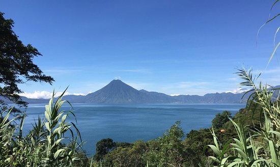 Jenna's River Bed and Breakfast: View from the property of San Pedro Volcano