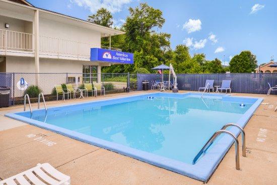 New Philadelphia, Ohio: Pool