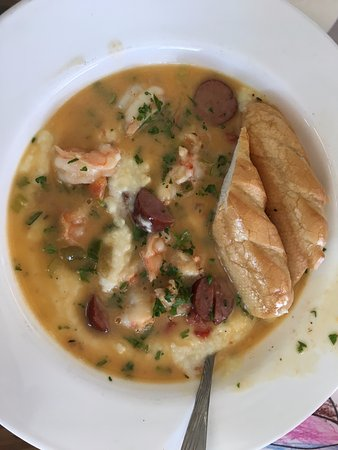 Redfish Willies Waterfront Grill: Shrimp and grits - do it!