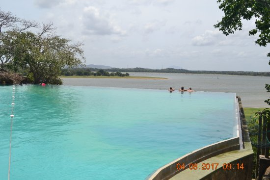 Heritance Kandalama: Lovely, hang on the edge and dream....