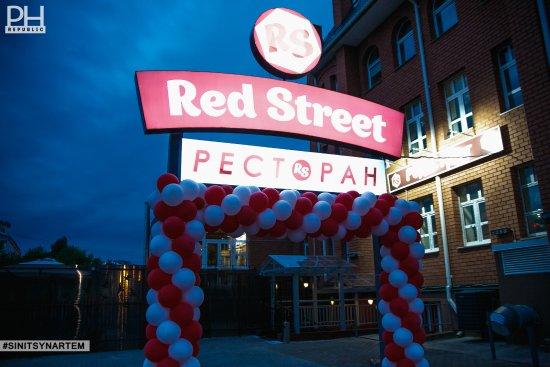 Red Street: getlstd_property_photo