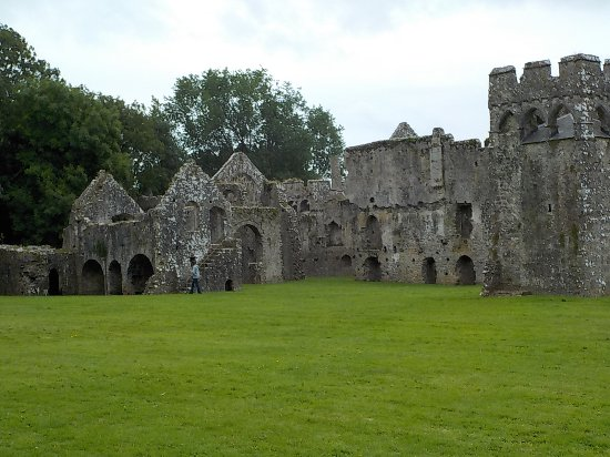 Lamphey Bishop's Palace: A fabulous place to explore wihtout crowds.