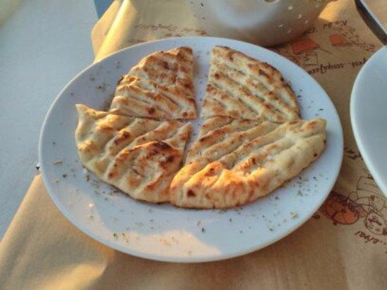 Донуса, Греция: pita
