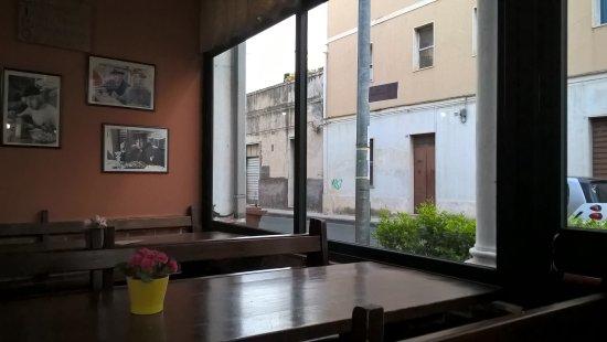 Fiumefreddo di Sicilia, Italy: Inside the restaurant