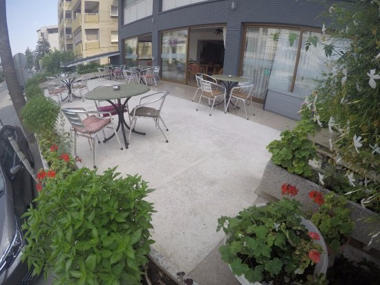 Asty Hotel: Sunny terrace through the day! Cool during the night!