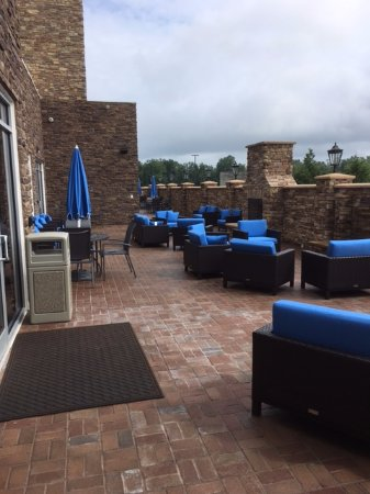 Washington, NC: patio adjacent to the lobby/dining area