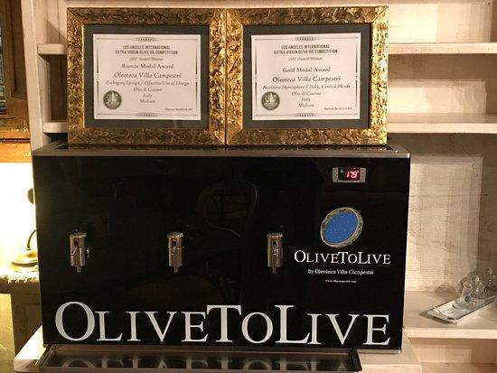 Villa Campestri Olive Oil Resort: Macchina dove tengono e spillano il loro olio