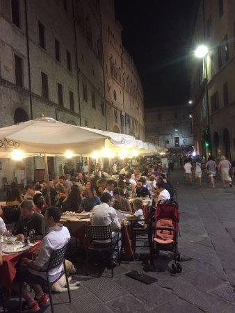 Vieille Ville : Corso Vannucci at night