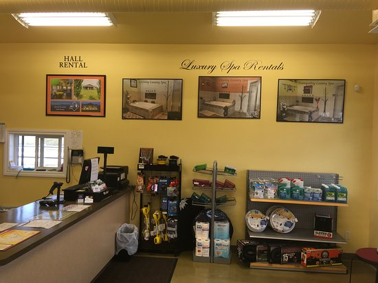 Spruce Grove, Canada: Front Desk at Diamond Grove RV Campground