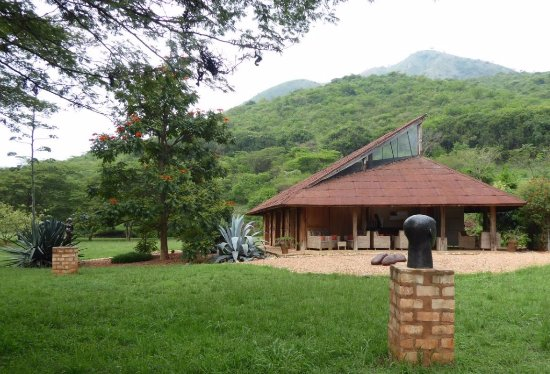 Kasese, Uganda: gallery nestled in hills
