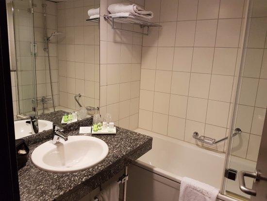 Kelsterbach, Γερμανία: Bagno pulito e spazioso