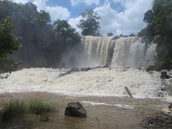 Sen Monorom, Kamboçya: Bousra Falls