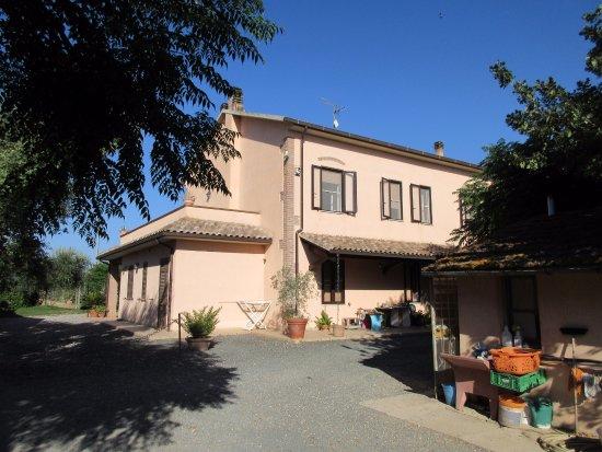 Agriturismo Al Vermigliano: Il fabbricato principale, che ospita anche l'abitazione dei titolari