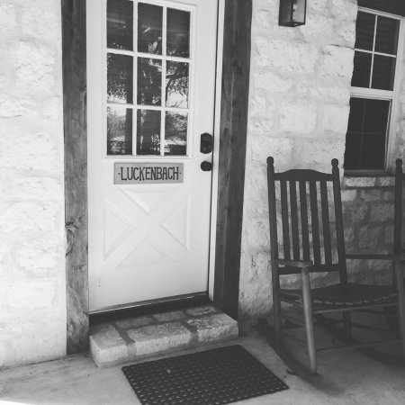 Gruene Cottages: Perfect size. Sleeps 4 comfortably! Love the kitchen amenities.