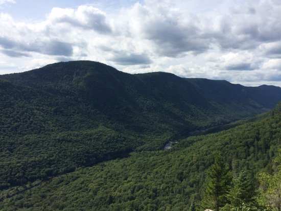 Stoneham-et-Tewkesbury, Canada: View of the Jacque Cartier River from the Les Loupes trail