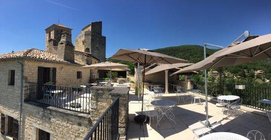 Le Poet-Laval, Γαλλία: Terrasse vue chateau
