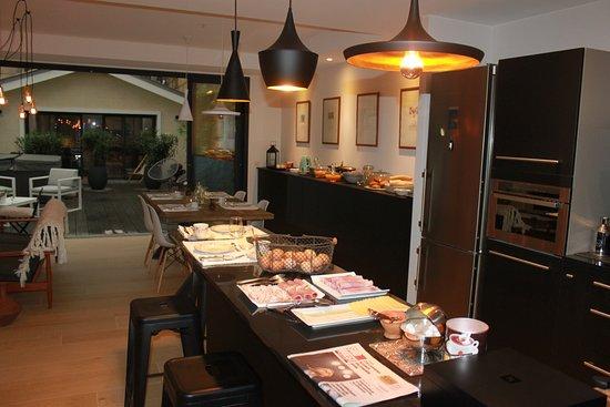 petit d jeuner picture of la maison odeia bordeaux tripadvisor. Black Bedroom Furniture Sets. Home Design Ideas