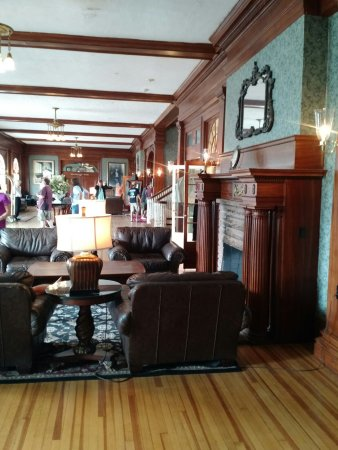 Stanley hotel 179 2 4 5 updated 2018 prices for Twin owls motor lodge