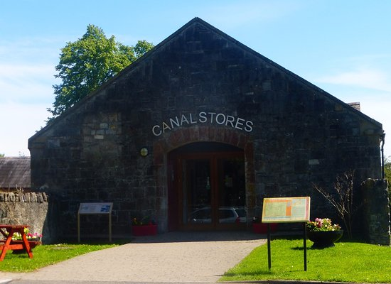 Clones, İrlanda: Canal stores entrance