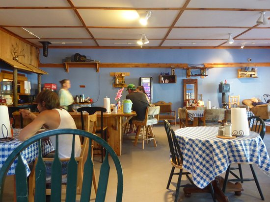Wolf Creek, OR: Friendly dining