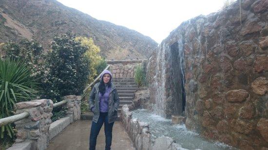 Termas Cacheuta - Terma Spa Full Day: las escaleras detras mio llevan a las piletas de agua termal