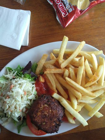 Georgetown, DE: Crab cake platter was good