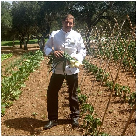 Benalup-Casas Viejas, España: Tony Pérez Vergara en nuestro huerto ecológico.
