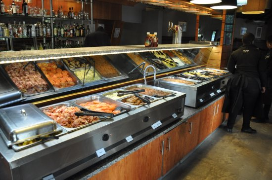 Skukuza, Güney Afrika: Breakfast buffet inside the restaurant.