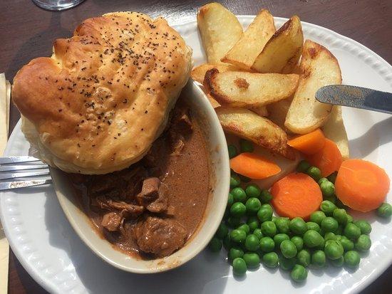 Brampton, UK: Decent pie, fat chips
