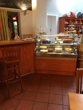 Fuerth, Γερμανία: Cakes and chocolates display fringes with plenty of choices